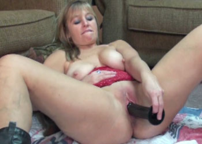 Amateur makes herself cum with vibrator 4